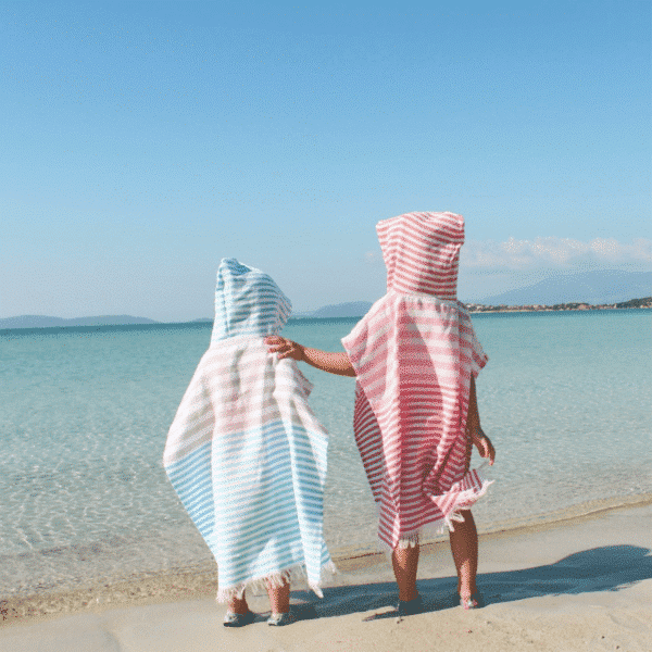 Towel to Go Kinder Poncho am Strand